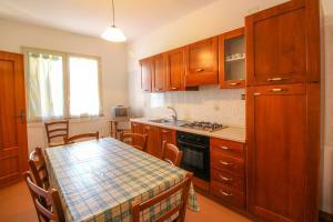 A kitchen or kitchenette at Grandi Appartamenti Centrali
