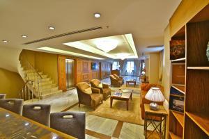 A seating area at Adelmar Hotel Istanbul Sisli