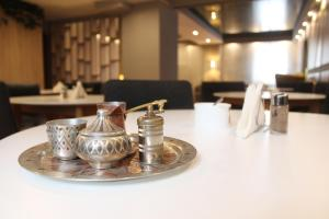 A restaurant or other place to eat at Hotel Sokak