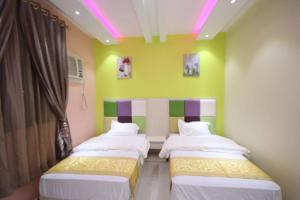 Cama ou camas em um quarto em Nakheel Moon Aparthotel
