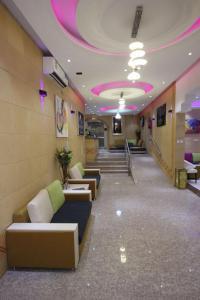 O saguão ou recepção de Nakheel Moon Aparthotel