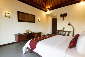 A bed or beds in a room at Samata Village Gili Air