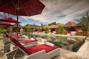 The swimming pool at or near Samata Village Gili Air