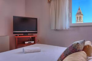 A bed or beds in a room at Hotel Trogir