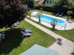 Ein Blick auf den Pool von der Unterkunft Ferienparadies Goritschnig oder aus der Nähe