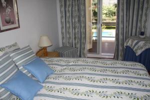 A bed or beds in a room at Apartamento en Familia