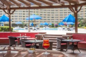 مطعم أو مكان آخر لتناول الطعام في فندق  بورتو سخنة