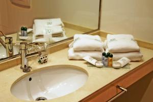 A bathroom at Apartahotel Ribera