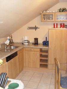 Een keuken of kitchenette bij Fewo Moselblick