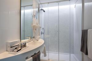 A bathroom at Hotel White Lisboa