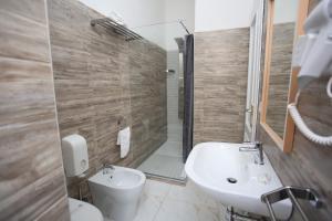 A bathroom at Hotel Vergilius Billia