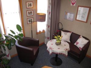 A seating area at Hôtel Sainte Odile - Room Service disponible
