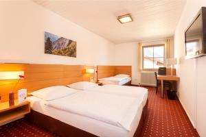 A bed or beds in a room at Hotel.Pension.Golingen