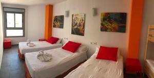 Cama o camas de una habitación en New Art Hostel - Albergue Juvenil