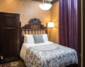 A bed or beds in a room at Monte Cristo Bed and Breakfast