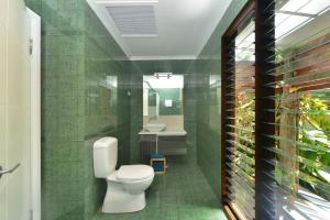 A bathroom at Crazy About Cairns Resort Living - 6 Bedrooms