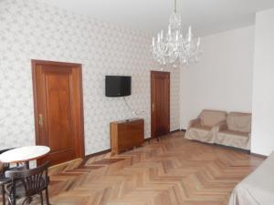 Телевизор и/или развлекательный центр в Apartment Nika Nevsky 88