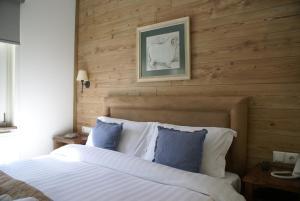 Ένα ή περισσότερα κρεβάτια σε δωμάτιο στο  Gamila Rocks Mountain Hotel