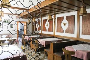 Ein Restaurant oder anderes Speiselokal in der Unterkunft Pension Binder