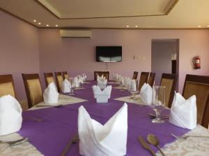 Um restaurante ou outro lugar para comer em Al Ahmadi Plaza Resort