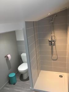Salle de bains dans l'établissement Trio Marin
