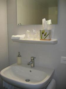 Salle de bains dans l'établissement Auberge du Prévoux