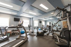 The fitness center and/or fitness facilities at Coast High Country Inn