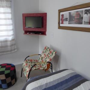 Uma TV ou centro de entretenimento em Villa Holística