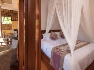 Ein Bett oder Betten in einem Zimmer der Unterkunft Yellow Bridge Guest House