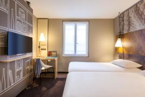 A bed or beds in a room at ibis Paris Gare De L'Est TGV