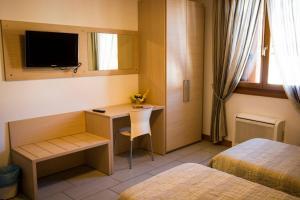 A television and/or entertainment center at Hotel Ristorante Cigno