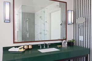 Salle de bains dans l'établissement Hotel Indigo - Los Angeles Downtown, an IHG Hotel