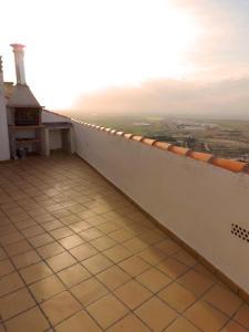Un balcón o terraza de Casa Rural La Bodega De Marina