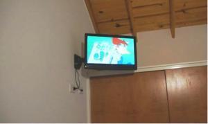 Una televisión o centro de entretenimiento en Edymar