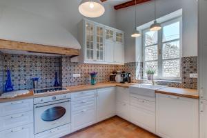 A kitchen or kitchenette at Unique Antistress Oasis Villa Antiqua