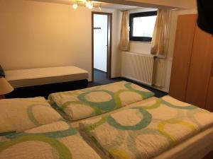 Een bed of bedden in een kamer bij Wolterdinger Hof