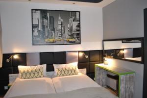 Postel nebo postele na pokoji v ubytování Landmark Eco Hotel