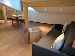 Ein Sitzbereich in der Unterkunft Gasthaus Weingast