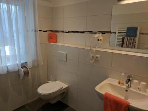 Ein Badezimmer in der Unterkunft Gasthaus Weingast