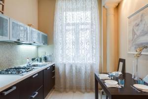 Кухня или мини-кухня в Dream House Novy Arbat