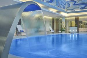 المسبح في فندق والدرف أستوريا جدة - قصر الشرق أو بالجوار