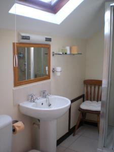 A bathroom at The Black Bull Inn and Hotel