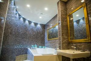 حمام في فندق ملاك ريجنسي