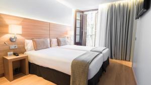 מיטה או מיטות בחדר ב-Arc La Rambla