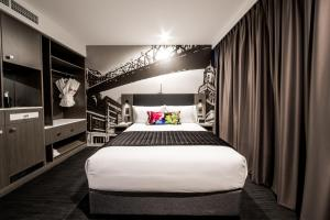 A bed or beds in a room at Sage Hotel James Street