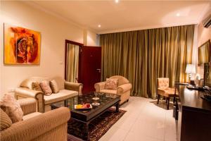 Гостиная зона в Mikhael's Hotel