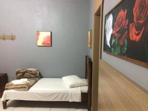 A bed or beds in a room at Residencial Quatro Estações