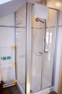 Ein Badezimmer in der Unterkunft Haus Engler