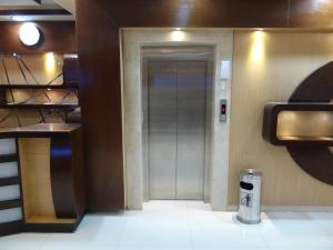 Um banheiro em Royal Home Furnished Apartments