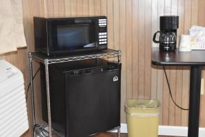 A television and/or entertainment center at Gorgeous View Motel